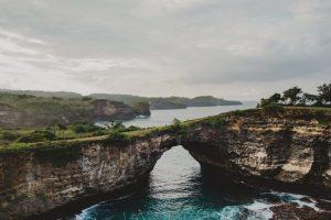 Nikmati Keindahan Pulau Nusa Penida dengan Agen Tour Travel Terbaik