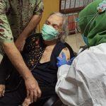 Siti Rumende Jadi Lansia Penerima Vaksin Covid-19 Tertua di Indonesia